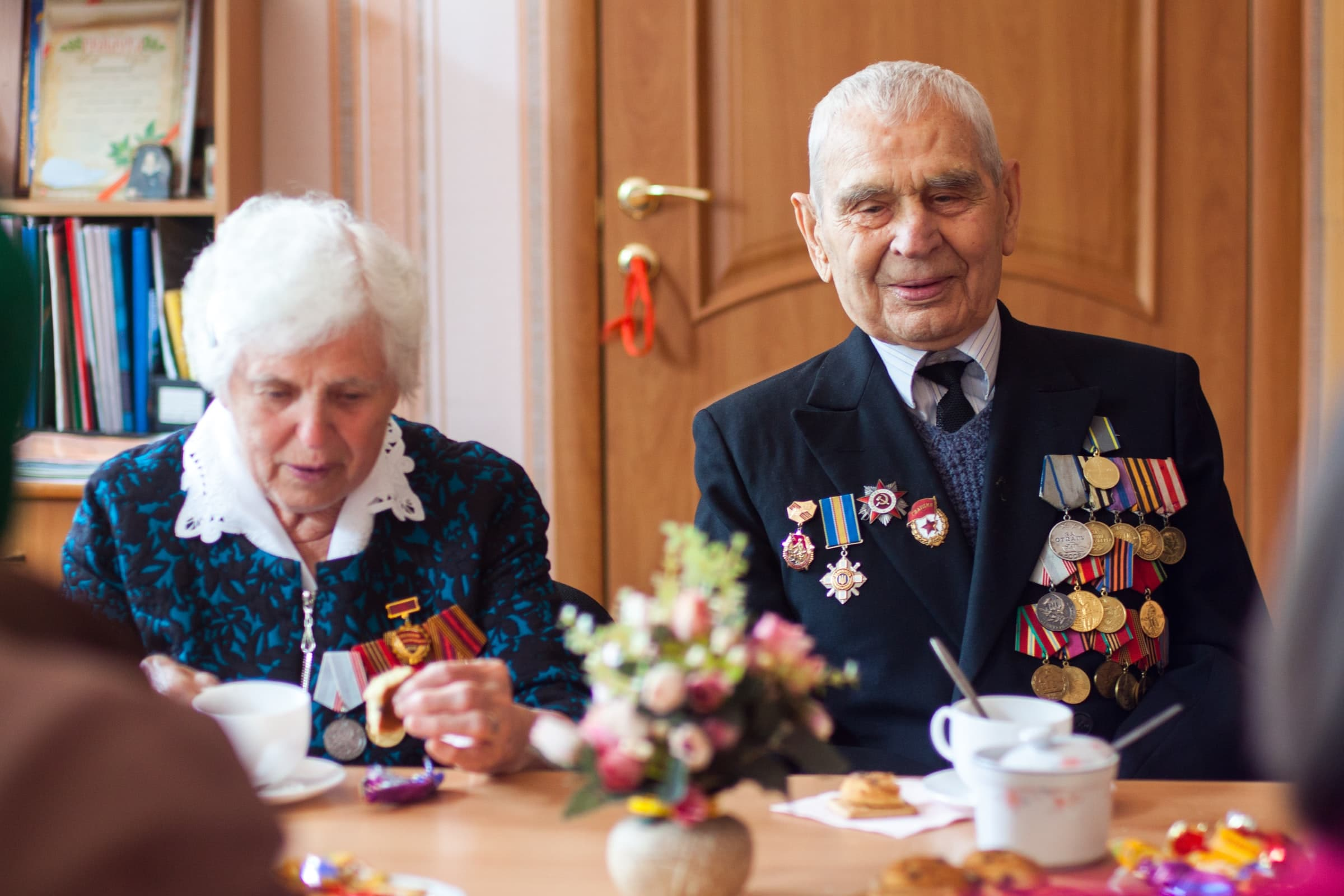 A veteran and his spouse eat breakfast