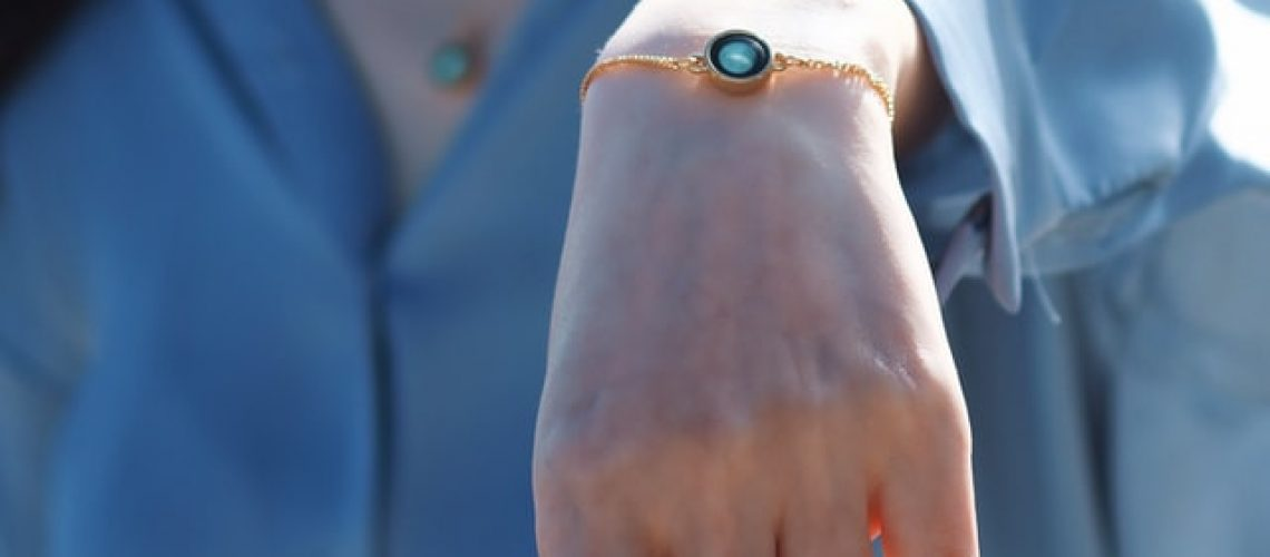 Who should wear a medical alert bracelet